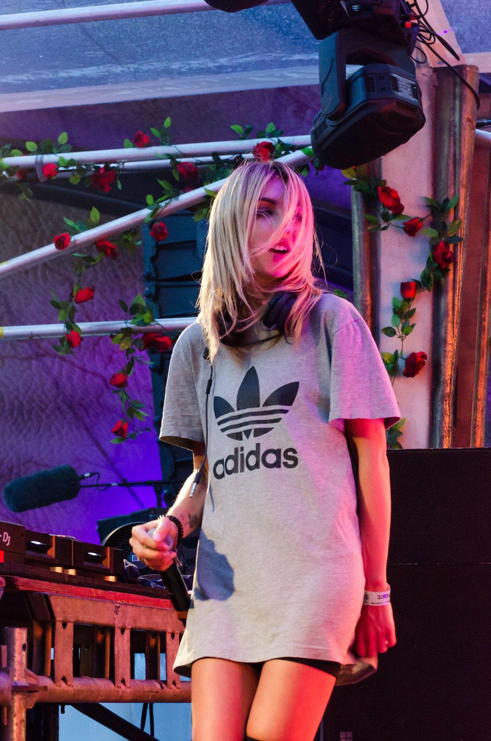 Alison-Wonderland-Tomorrowland-2016-4-casenruiz.jpg