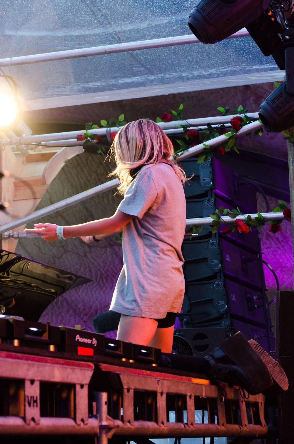 Alison-Wonderland-Tomorrowland-2016-6-casenruiz.jpg