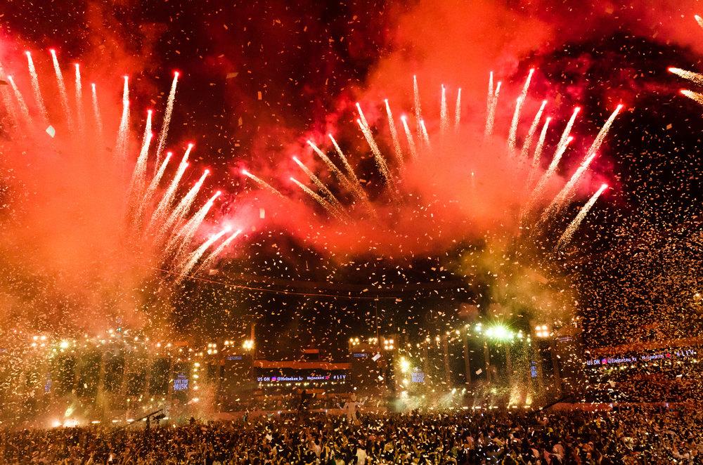 5tardium-Korea-Crowd-Fireworks-4-casenruiz.jpg