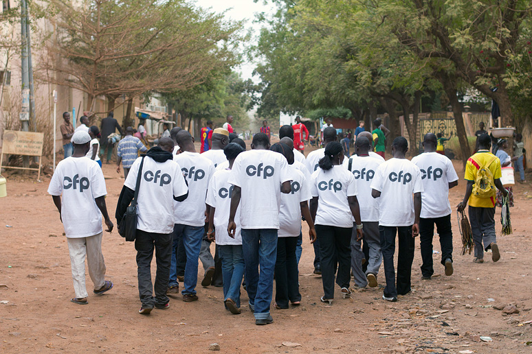 Commerce and Culture creates new visual identity for a new generation of photographers in Mali. Students in Commerce and Culture stock program wears t-shirts with the new Cadre de Promotion pour la Formation en Photographie Logo.
