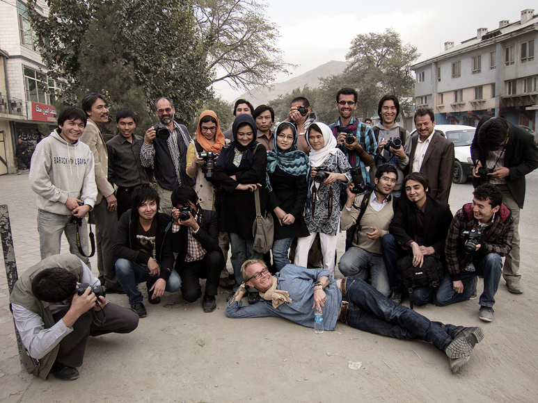 Jan Grarup posing together with the Afghan photographers participating in the workshop organized by Commerce and Culture.