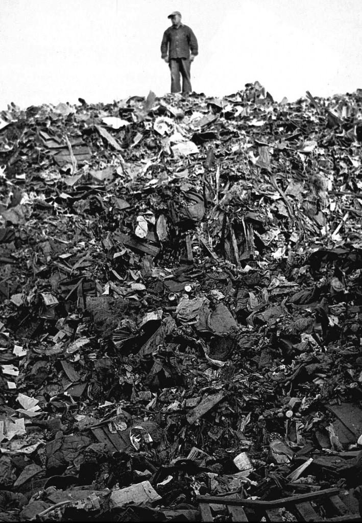 Trash on Staten Island, New York - Unknown photographer.