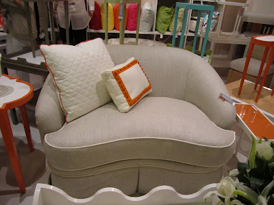 Oomph+loveseat.JPG