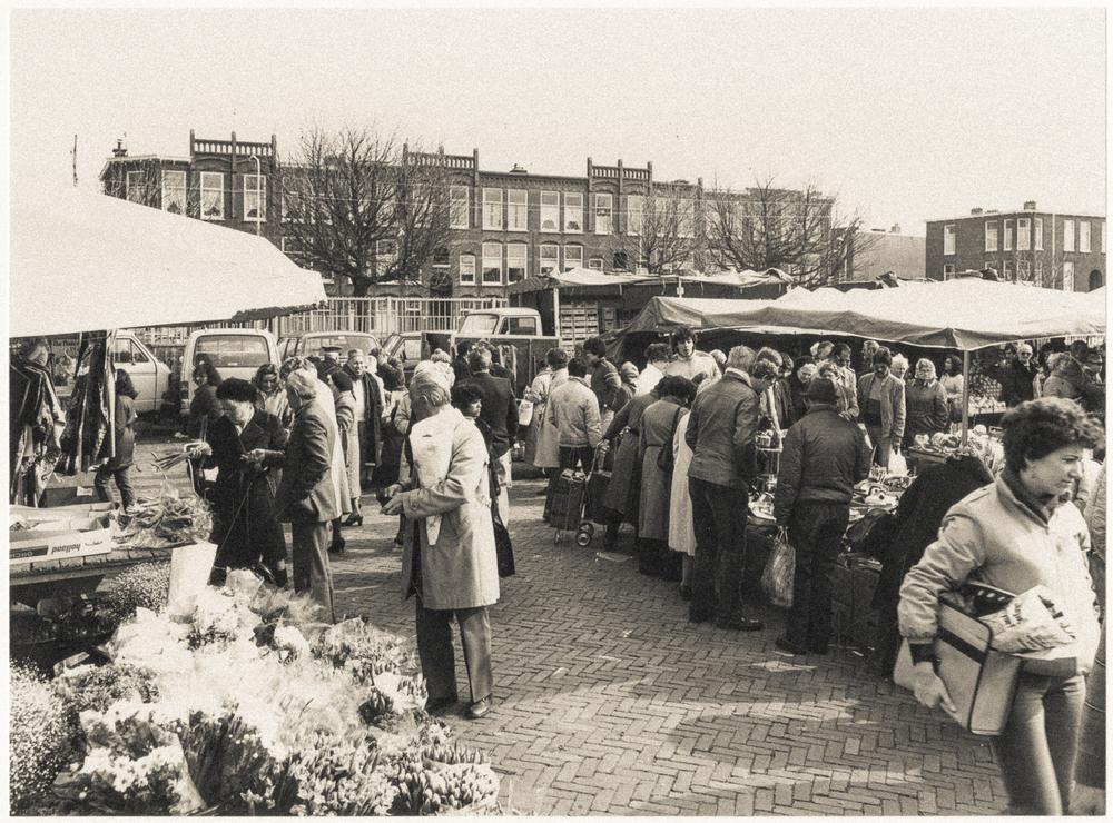 De Haagse markt met zicht op de Heemstraat