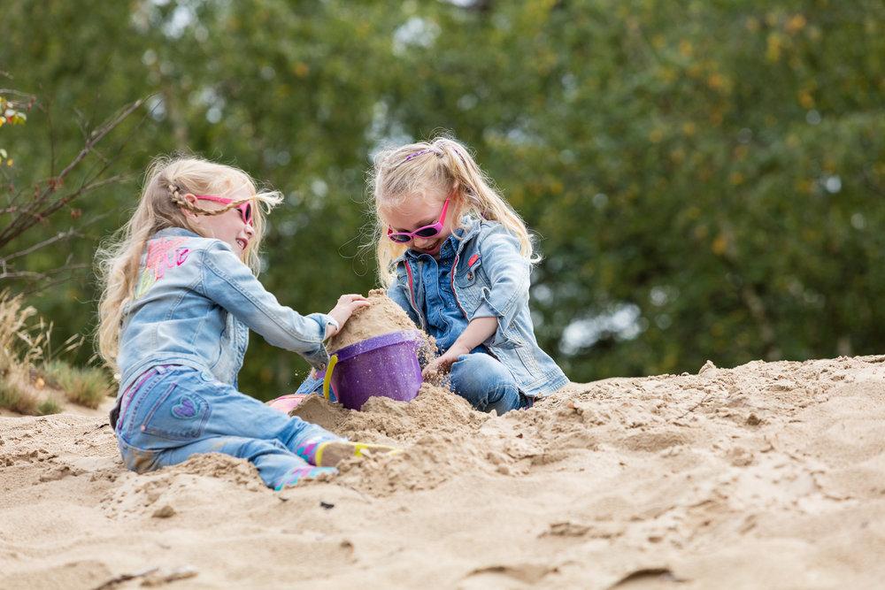 In het zand spelen op de Veluwe