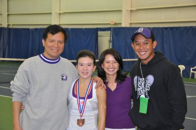 My Linh with her parents and Coach Tienprasid