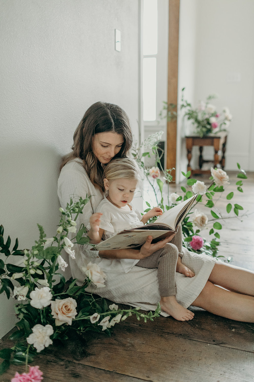 In home lifestyle session. Mother daughter floral design - eversomething.com