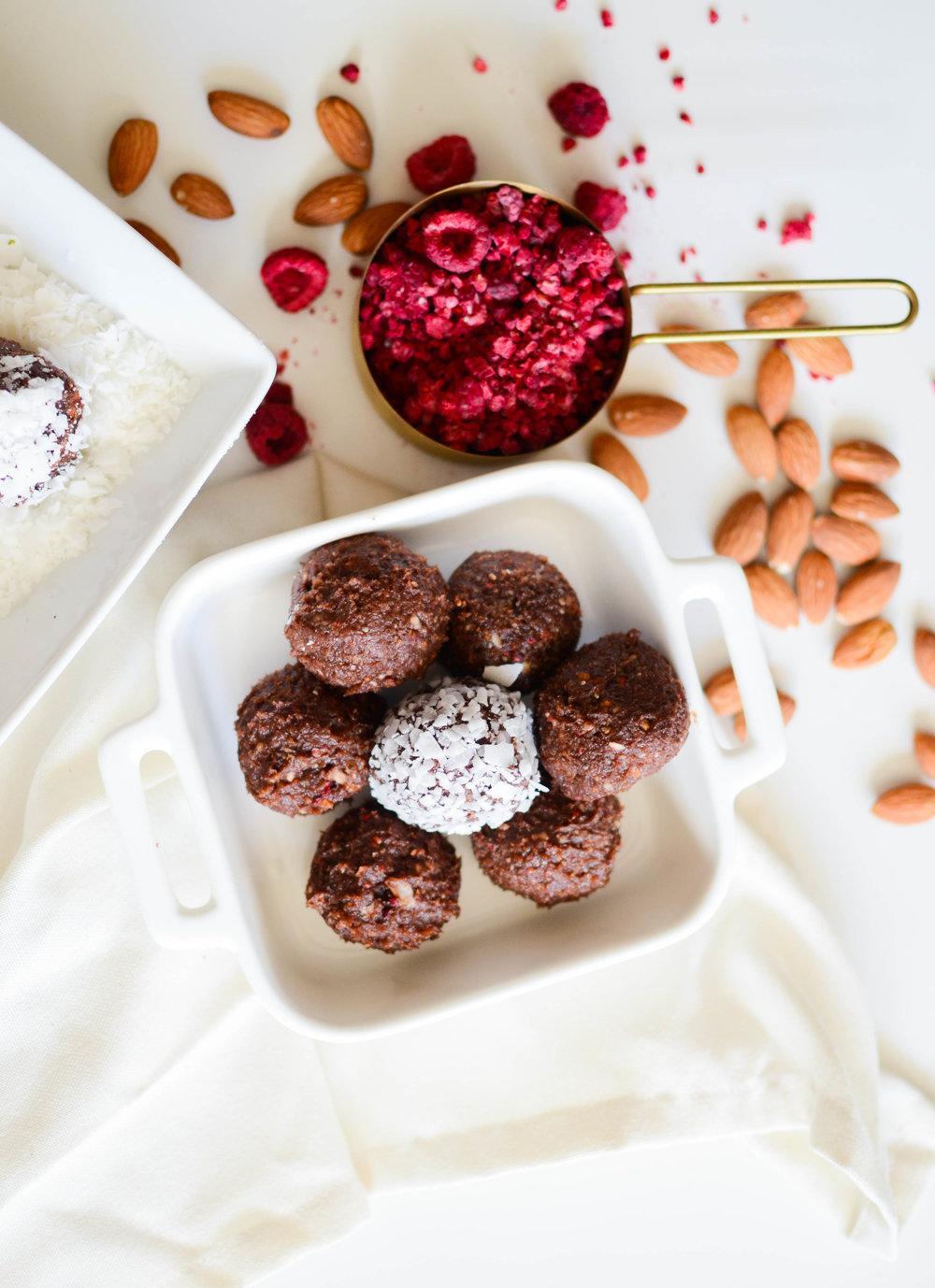Rasberry Cocoa Energy Bites-3.jpg