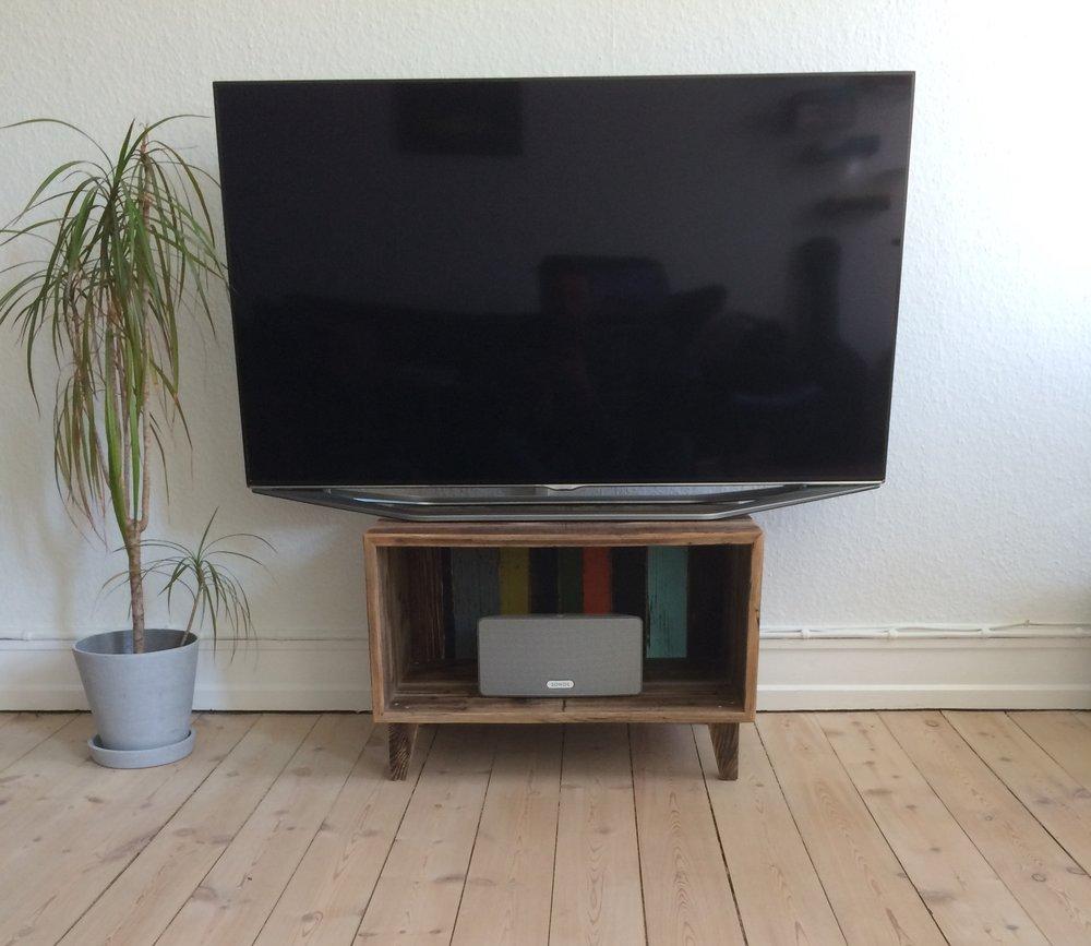 Tv-skænk 60B x 40H x 36D cm.  Fra 1.650,00 Kr.