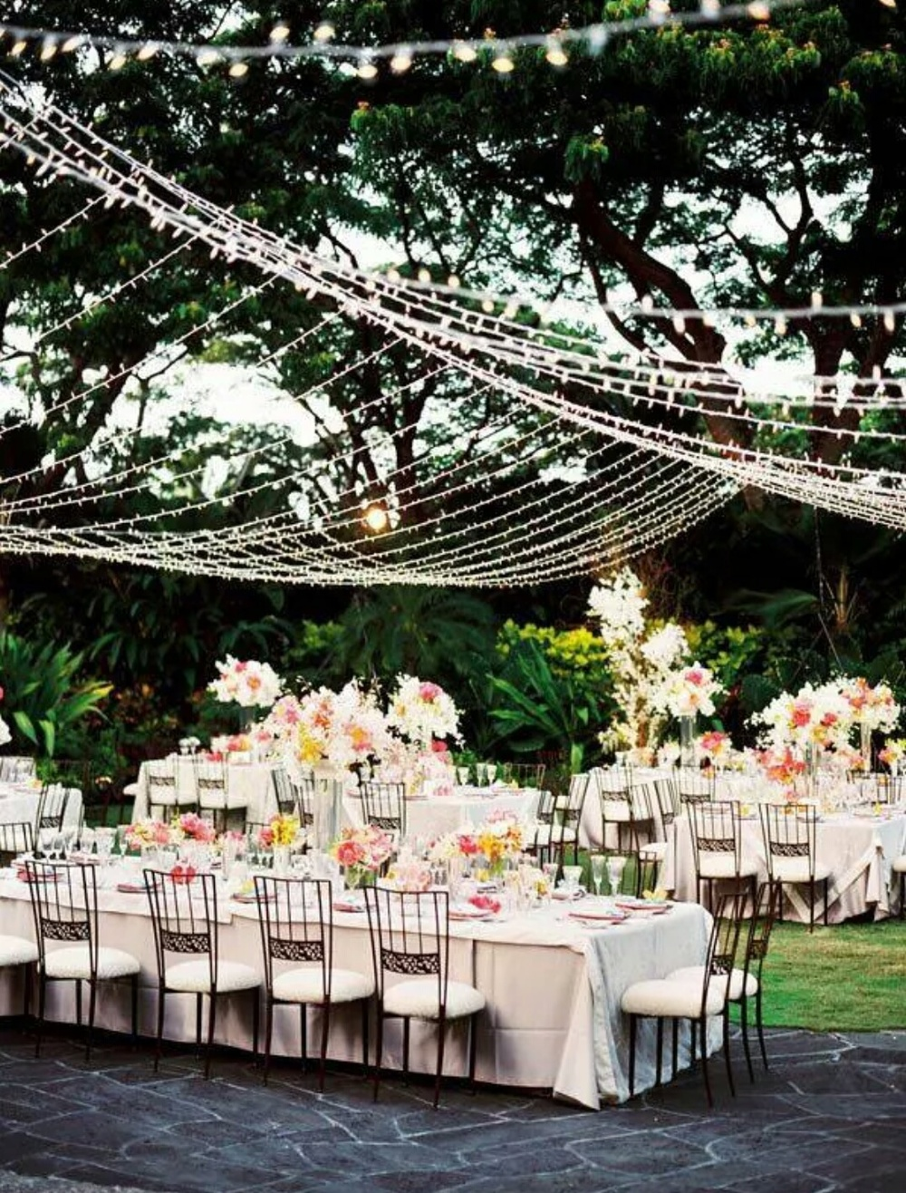 Love the lighting here..would love to have stringing lights for an outdoor reception!