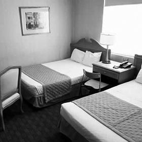 HOTEL MADERO EXPRESS Habitación Sencilla / Doble $550 Habitación Triple $700 Habitación Cuádruple $850 Teléfono: (81)8125 4900 Email: reservaciones@maderoexpress.com *Incluye desayuno continental Página Web