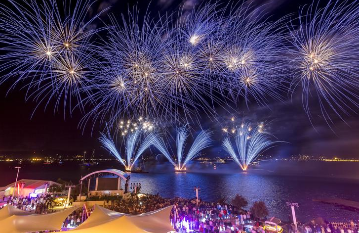 STYLISH CELEBRATIONS The shoreside element of the Giraglia Rolex Cup is a significant component in its make-up. Saint-Tropez is already a glamorous location and the traditional crew party held as a thank you to the participating crews always lives up to expectations and even adds to the allure.