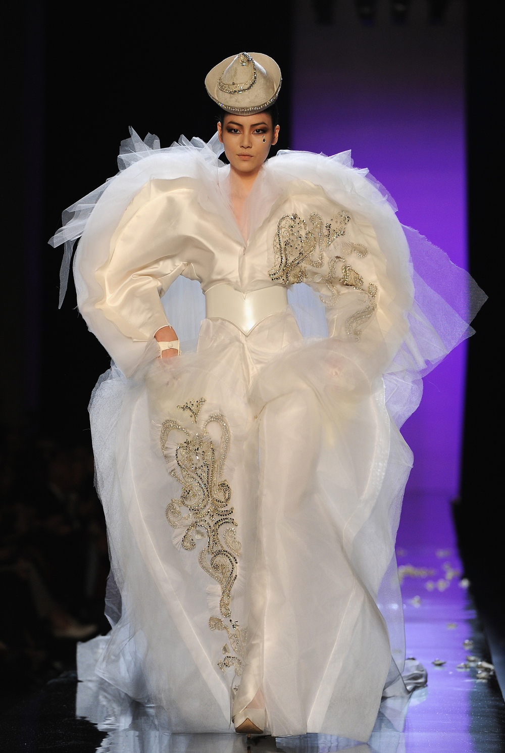 Haute couture baroque lifestyle travel luxury hotels for Couture garments