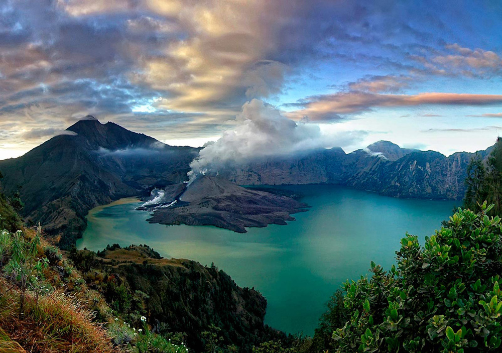 Gunung Rinjani Volcano, photo by Beautiful Placce in Indonesia