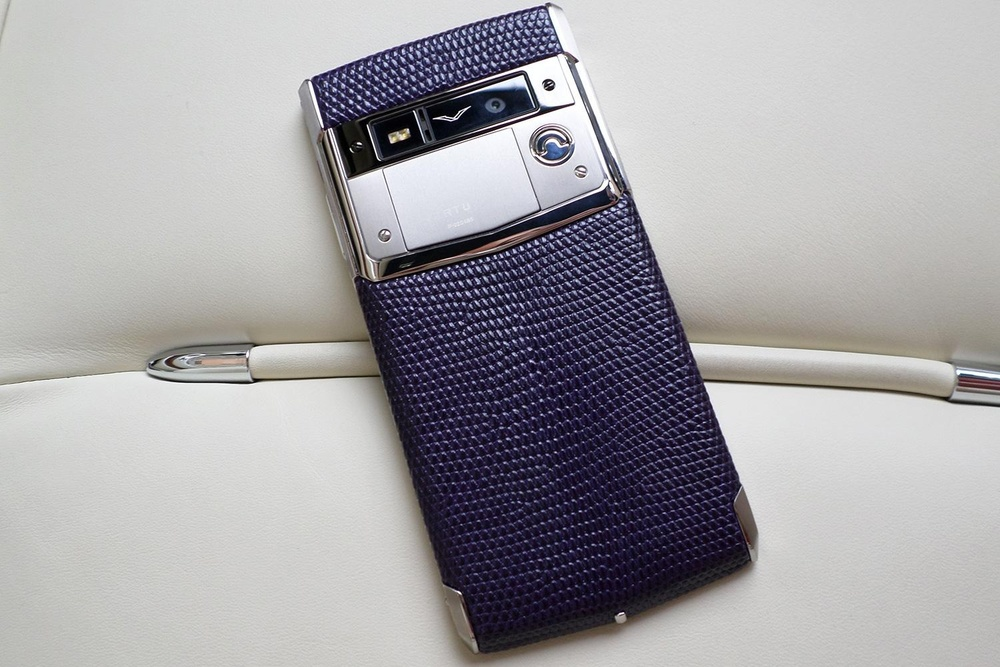 vertu signature touch 1.jpg