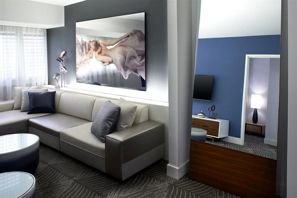 W LA Ewow Suite.jpg