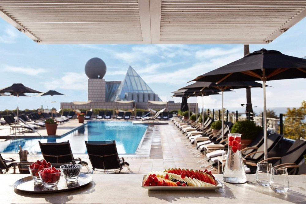 hotel-arts-barcelona-outdoor-pool-luxury-hotel-in-barcelona-near-beach-and-waterfront-1843.jpg