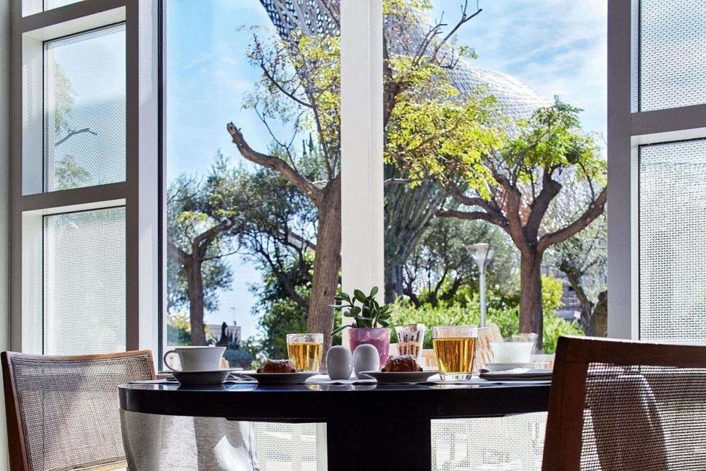 mesa-de-desayuno-en-cafe-veranda-1931 (1).jpg