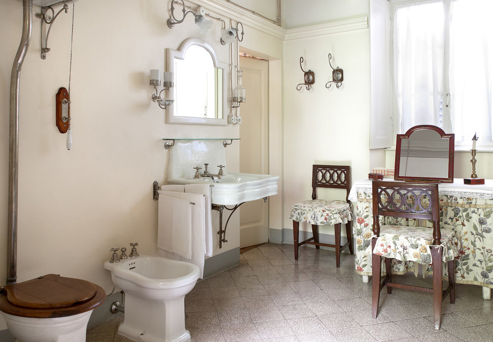 villa sola bathroom.jpg