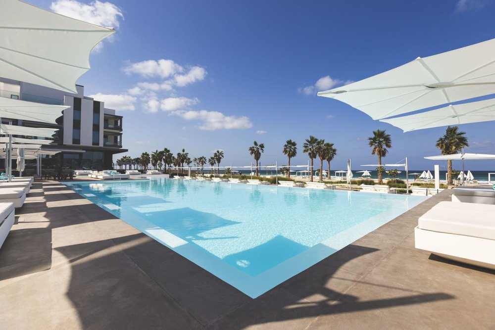 nikki beach main pool dubai.jpg