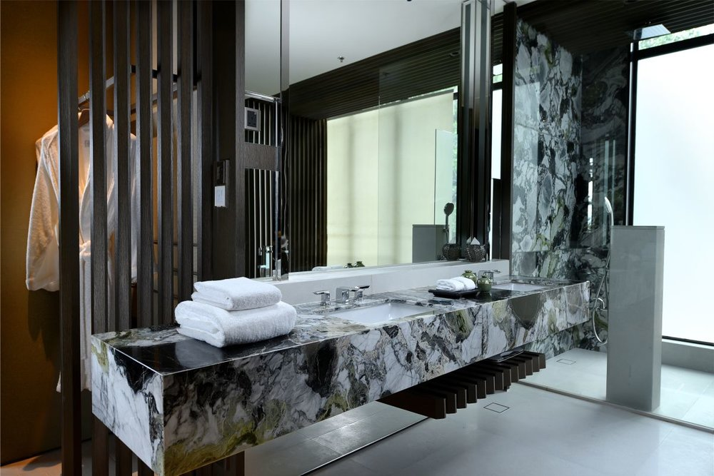 Rainforest Deluxe Bathroom.jpg