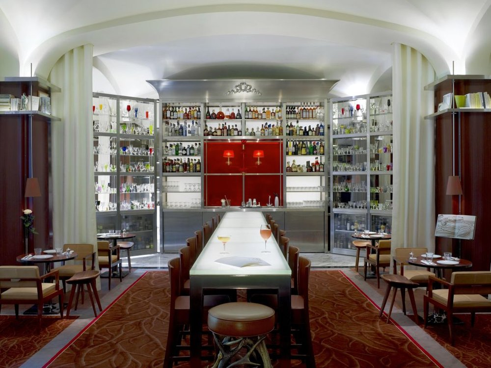 le bar long raffles royal monceau.jpg
