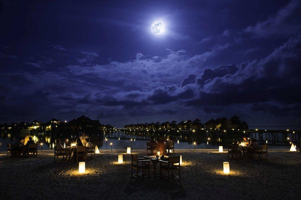 gillimaldives full moon dinner.jpg