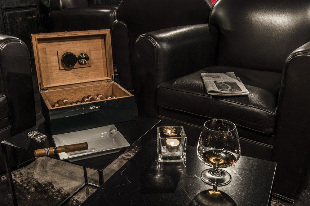 la maison cigar bar2.jpg