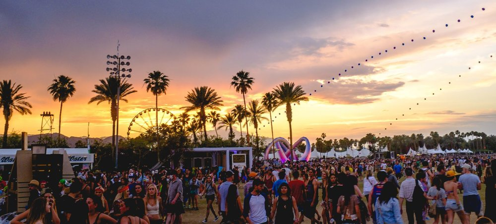 Coachella_2014_sunset_with_balloon_chain_and_Lightweaver copy.jpg