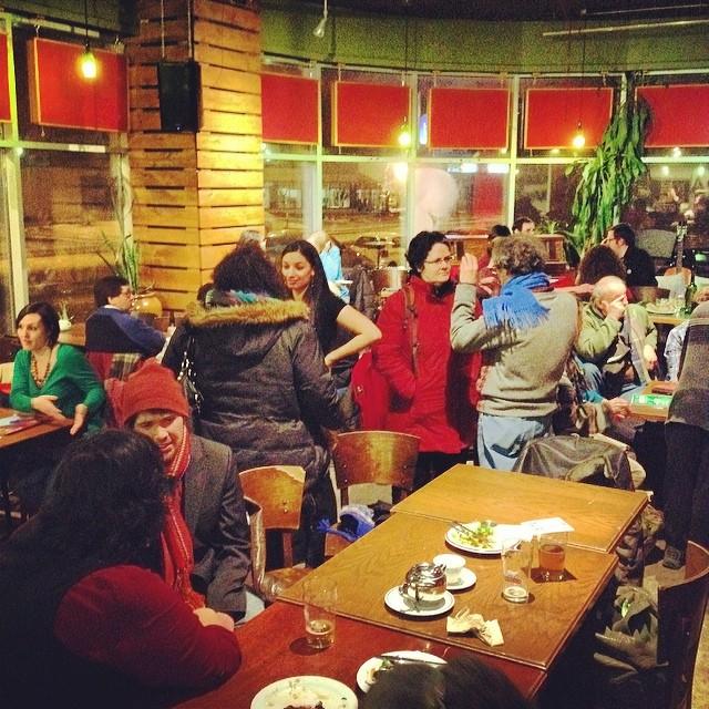Soirée de lancement au Cafe L'Artère!!!beaucoup de personnes présentes! Merci d'appuyer le Forum Social des Peuples, première de l'histoire, peuple autochtone réunis avec le Canada Anglais et Français!#FSP#forumsocialpeuples#changentsocial#revolution#peuples#autochtone#quebec#montreal