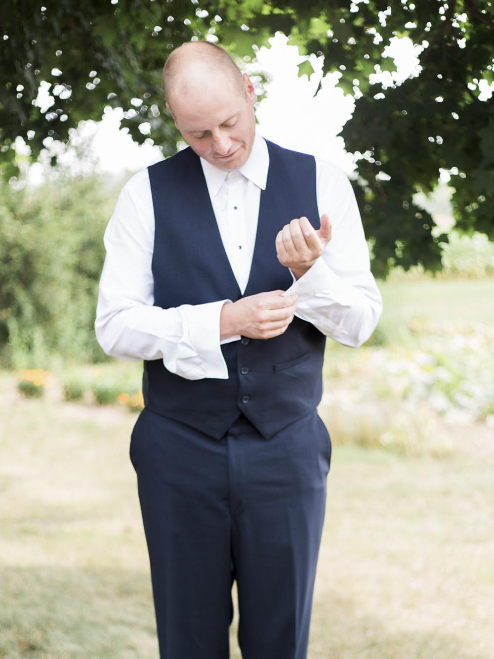 Waterdown-Backyard-Wedding-Blair-Matt-photography-by-Kurtz-Orpia009.jpg