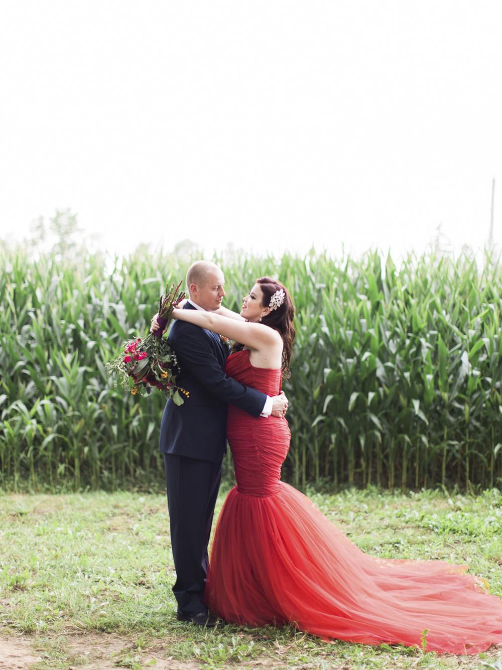 Waterdown-Backyard-Wedding-Blair-Matt-photography-by-Kurtz-Orpia015.jpg