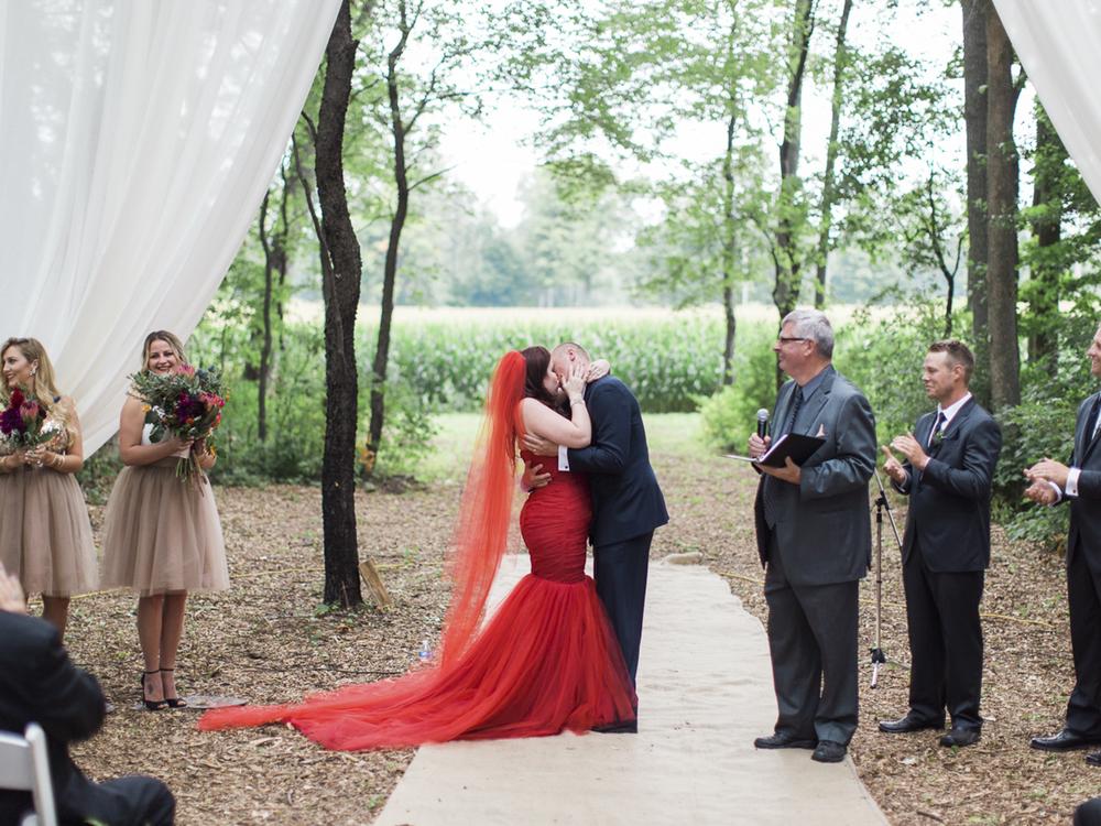 Waterdown-Backyard-Wedding-Blair-Matt-photography-by-Kurtz-Orpia030.jpg