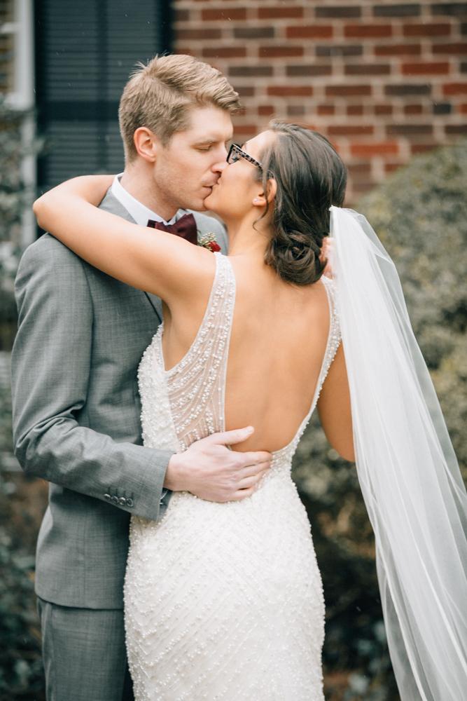 Pillar Post Wedding Alana Ed Vineyard Bride Niagara S Wedding Resource