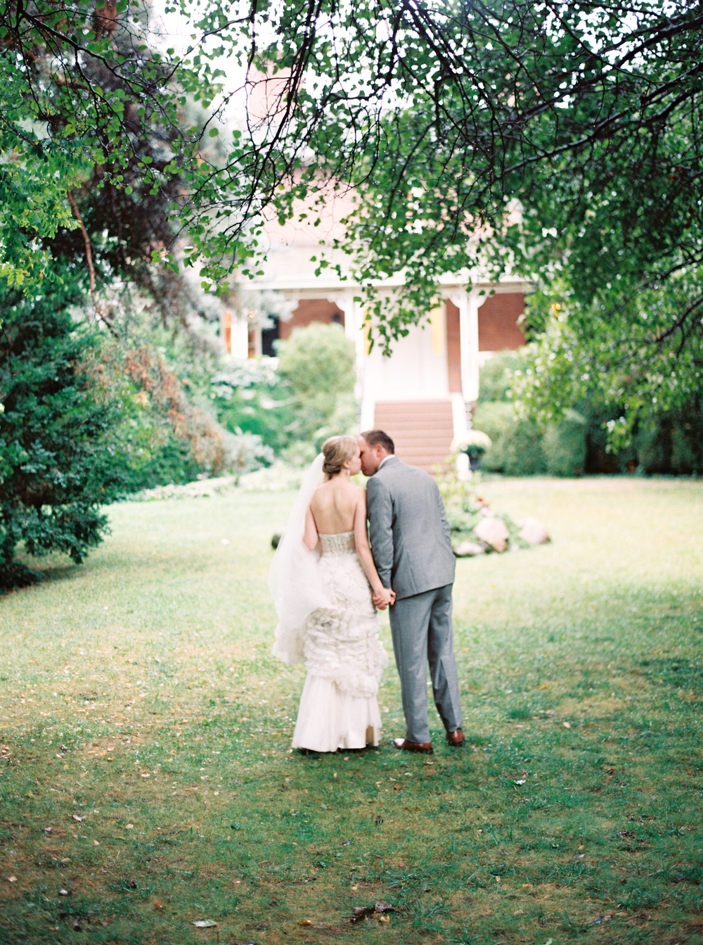 Kurtz-Orchards-Niagara-on-the-Lake-Wedding-photography-by-When-He-Found-Her-072.JPG