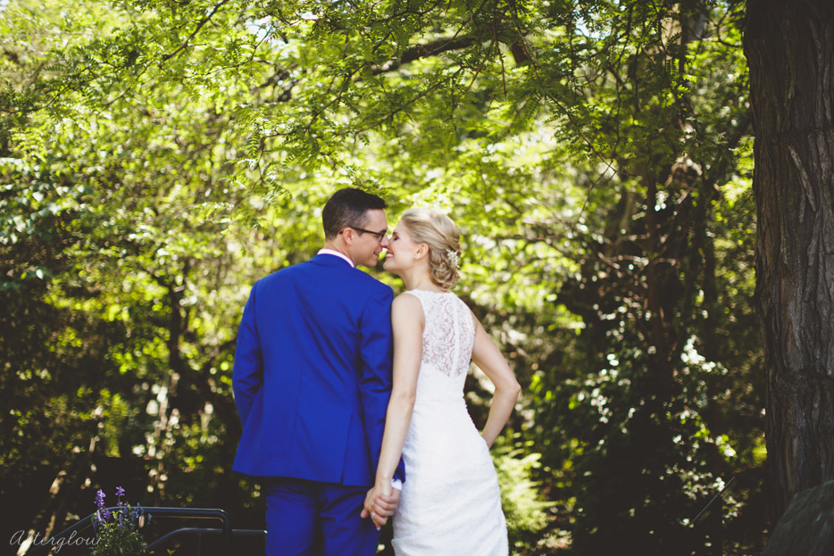 013-kissing-in-the-wood-niagara-wedding-photographer.jpg