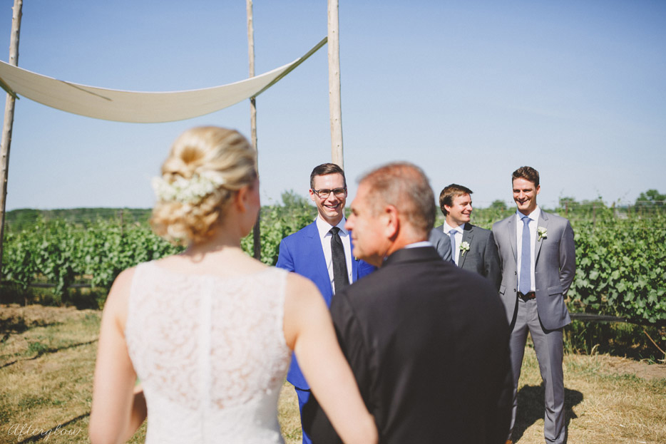 046-ravine-vineyard-outdoor-wedding-ceremony-notl.jpg
