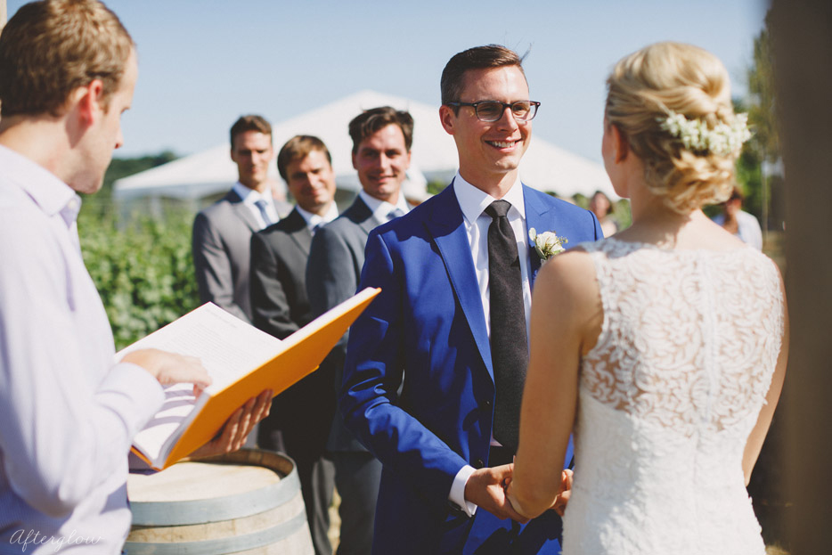 050-outdoor-wedding-ceremony-ravine-vineyard-winery-st-davids.jpg