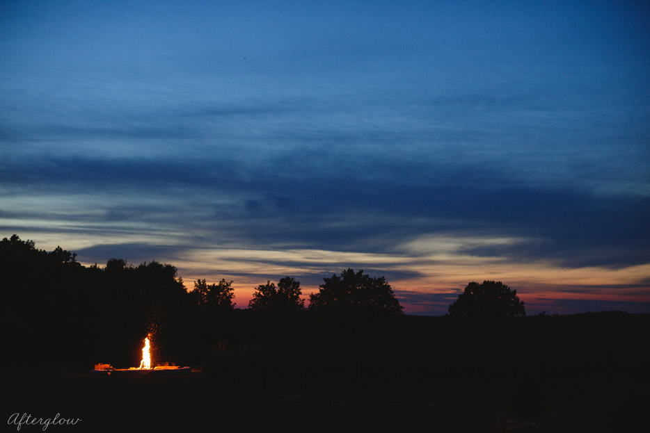 086-bonfire-at-ravine-vineyard-wedding.jpg
