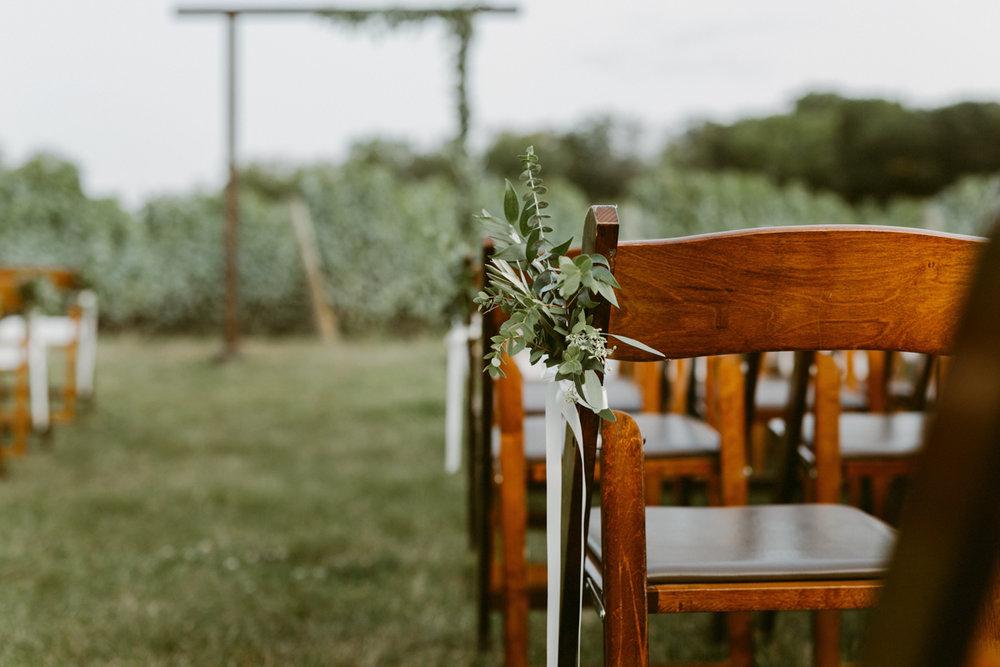vineyard-bride-niagara-wedding-chateau-des-charmes-vineyard-wedding-harvest-tables-tent-swish-list035.jpg