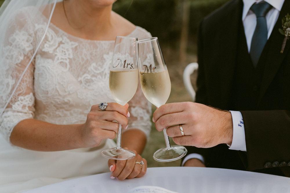 vineyard-bride-niagara-wedding-chateau-des-charmes-vineyard-wedding-harvest-tables-tent-swish-list049.jpg