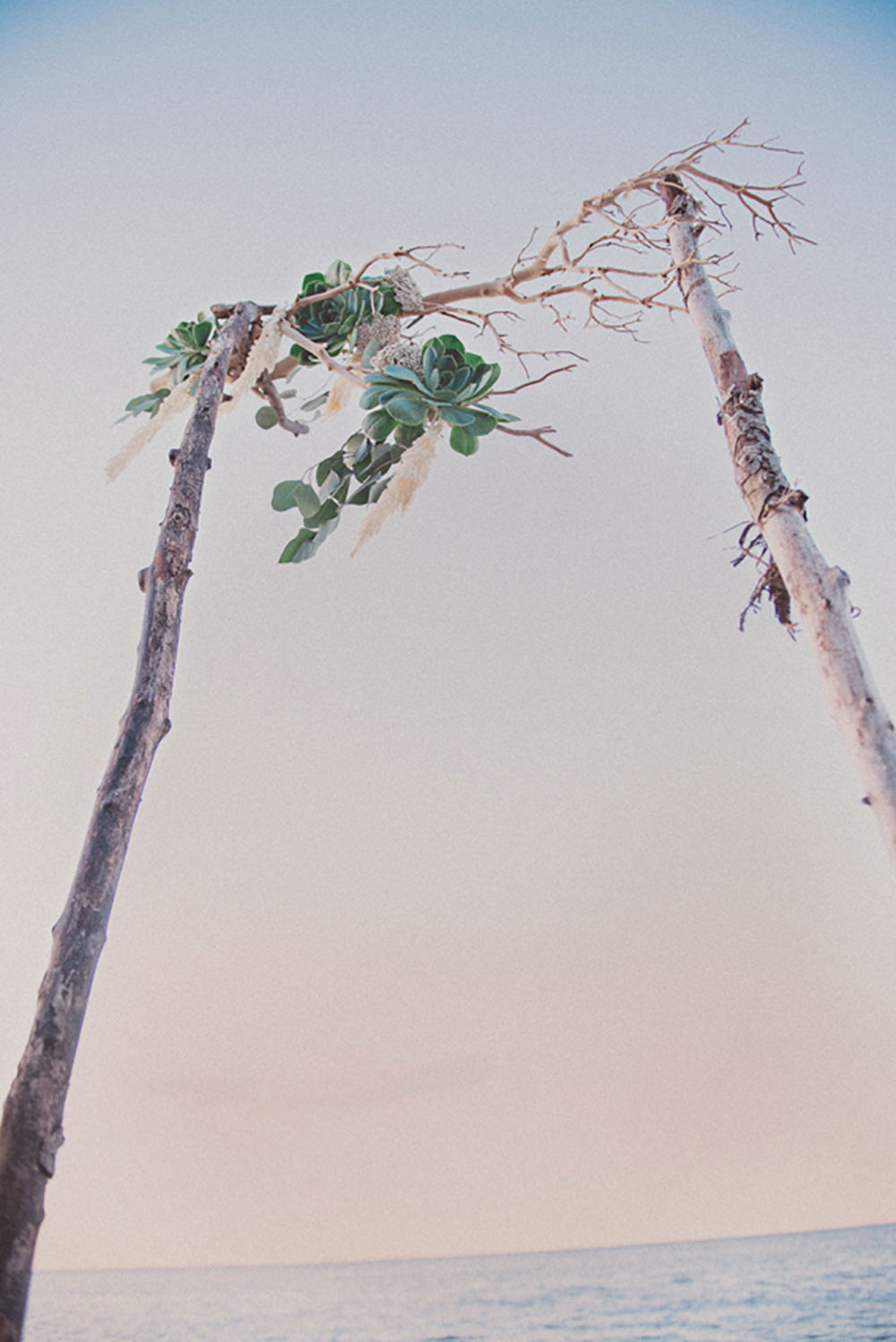 Grimbsy-Beach-Editorial-Vineyard-Bride-photo-by-Destiny-Dawn-Photography-009.JPG