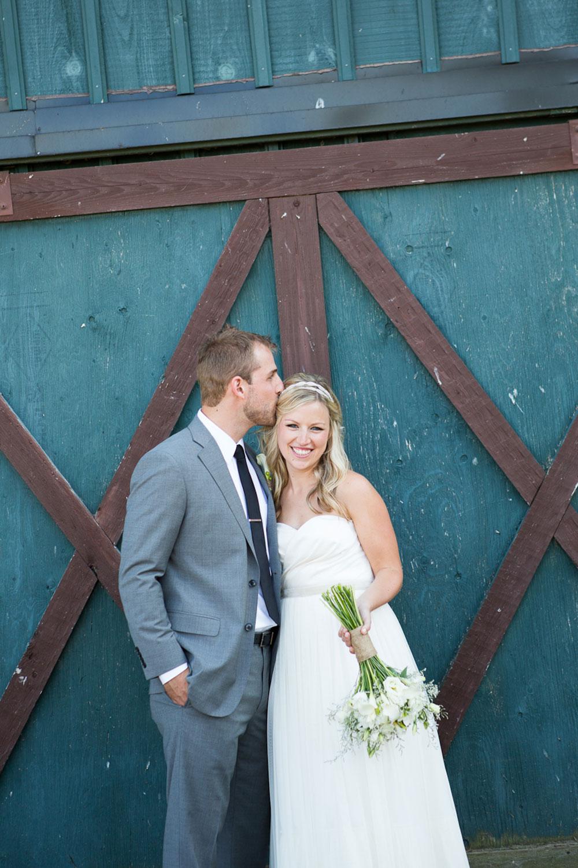 Ravine-Vineyard-Wedding-Vineyard-Bride-Photo-By-Andrew-Mark-Photography-025.jpg