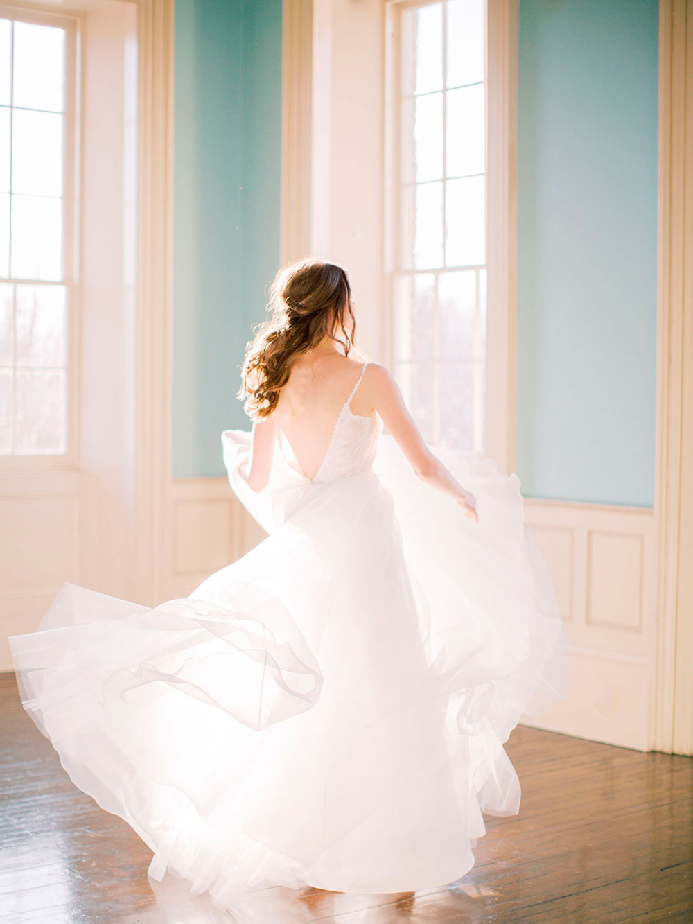 Niagara-on-the-Lake-Courthouse-Vineyard-Bride-Editorial-photo-by-Jessica-Imrie-Photography-038.jpg