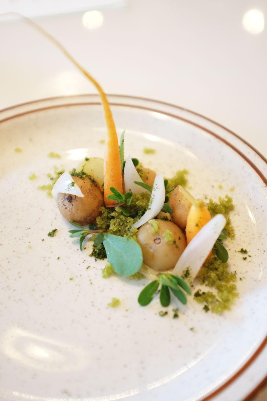 1. Pommes de terre, oignons, terre etgazon sauvage