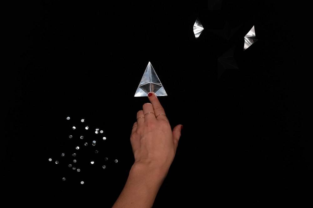 13. Repliez toutes les pointes du triangle vers le milieu