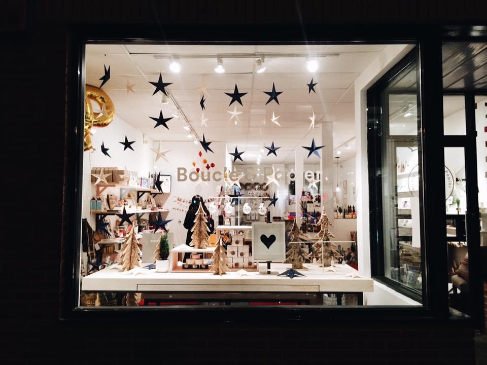 La vitrine étoiléde la boutique Boucle & Papier - 5183 Boul. Saint Laurent, Montréal