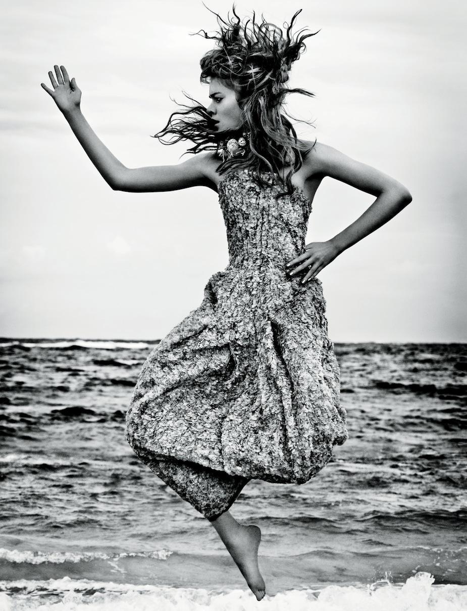 Gwen Loos by Enrique Badulescu (The Tempest - Elle UK June 2012) 9.jpg
