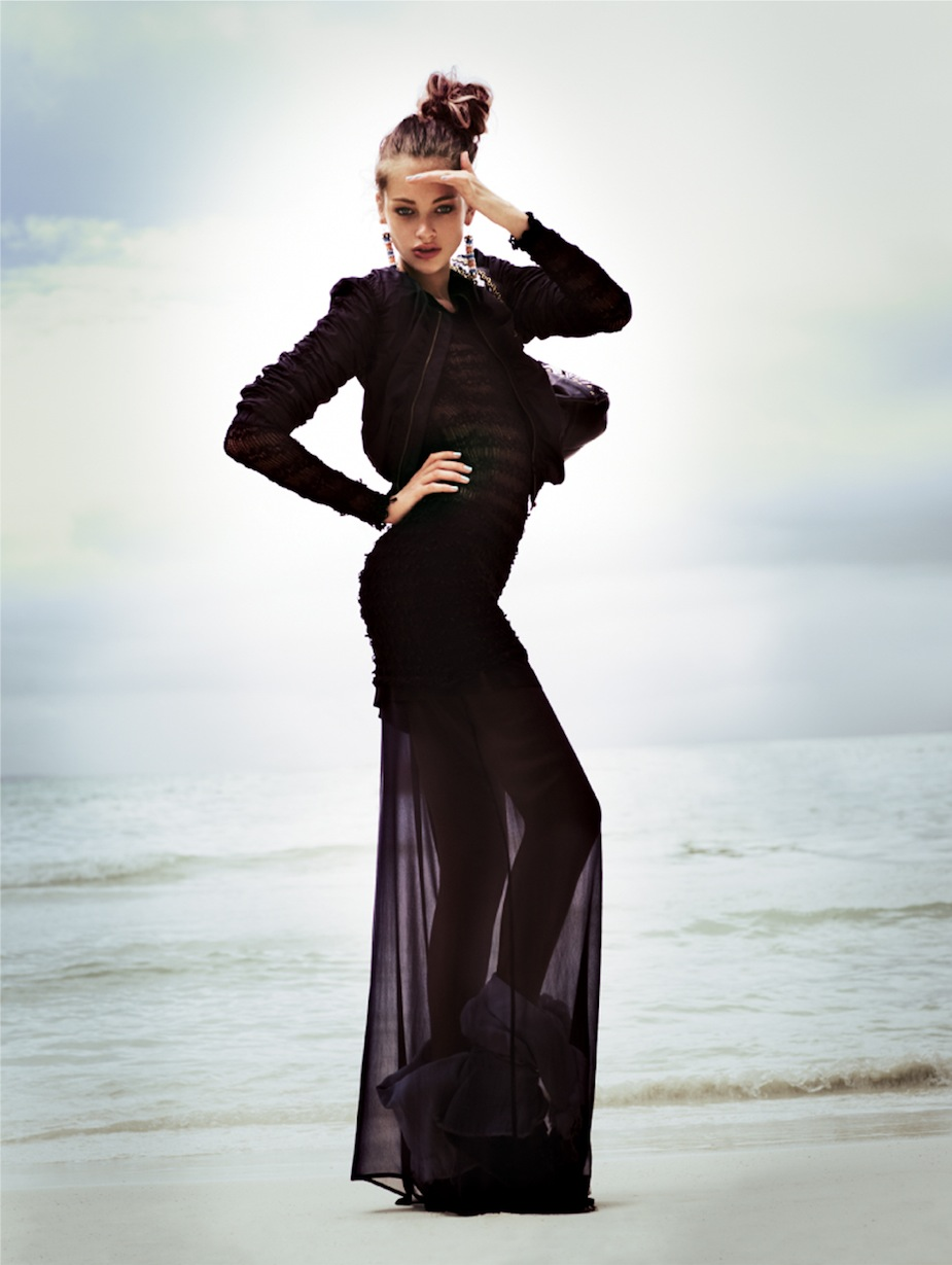 Lucette van Beek by Jonas Bresnan (The Beach - Glamour Italia July 2012) 4.jpeg