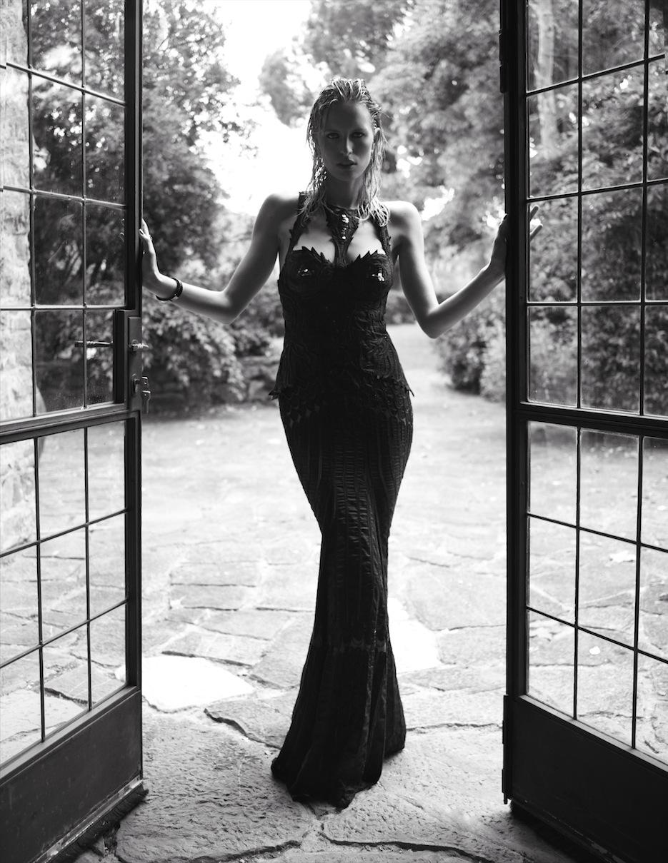 Karolina Kurkova by Miguel Reveriego (The Last Emperor - Vogue Spain July 2012) 6.jpeg